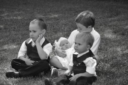 dsc_0100_cousins-in-bw